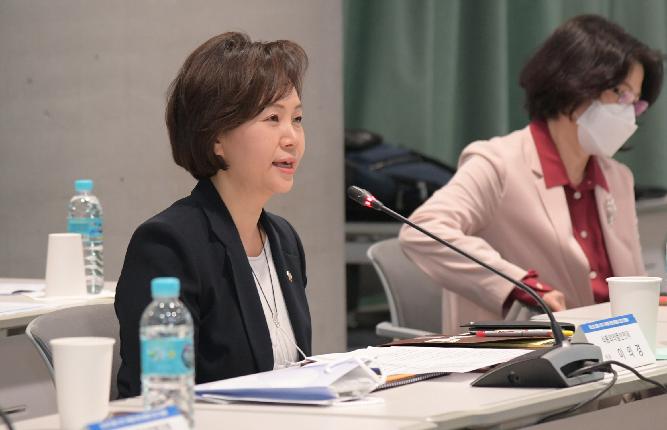 [May 29, 2020] Minister of Food and Drug Safety visits customized cosmetics lab and attends CEO Meeting